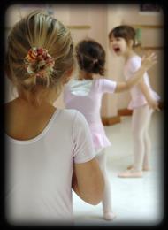 fillette qui danse